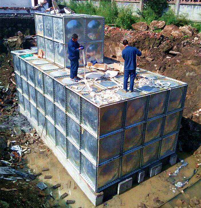 北辰区正在安装镀锌钢板异形水箱,特殊定制